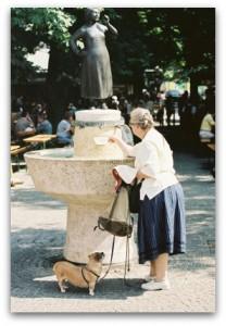 Liesl-Karstadt-Brunnen auf dem Viktualisenmarkt