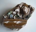 Stück eines Kacheloffens, gefunden bei Straßenarbeiten in der Haberlandstraße
